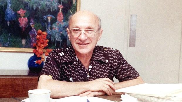 美籍犹太裔经济学家米尔顿•弗里德曼(Milton Friedman 1912-2006)。(美联社资料图片)
