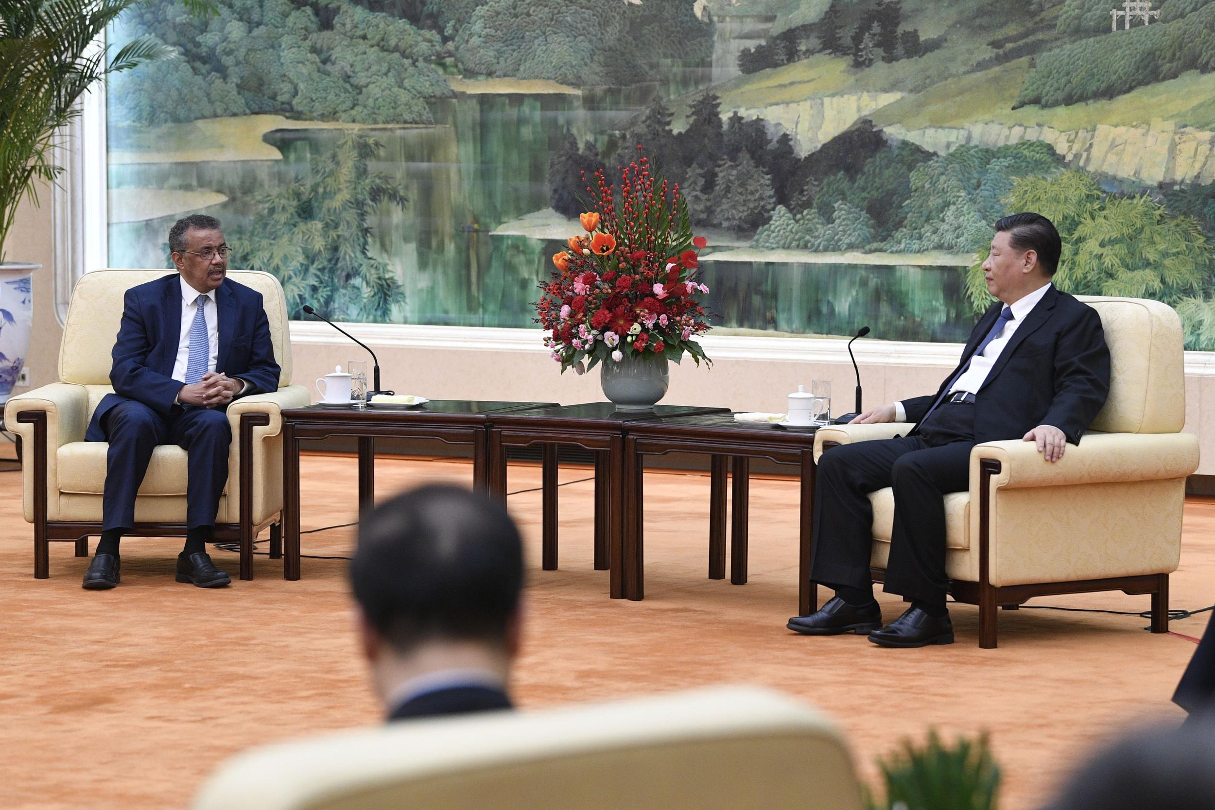 2020年1月28日,中國國家主席習近平和世衛組織總幹事譚德塞(左)在北京會面。(美聯社)