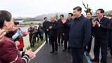 中国国家主席习近平视察浙江期间摘下口罩。(截图)