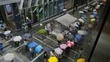 2021年6月24日香港民衆排隊購買最後一期《蘋果日報》。