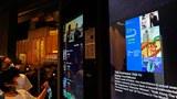 圖爲,香港一家電影院的票務屏幕。