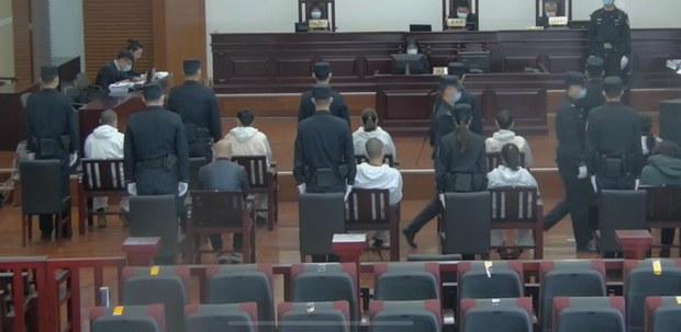 """耿瀟男""""非法經營案""""開庭直播。(視頻截圖)"""