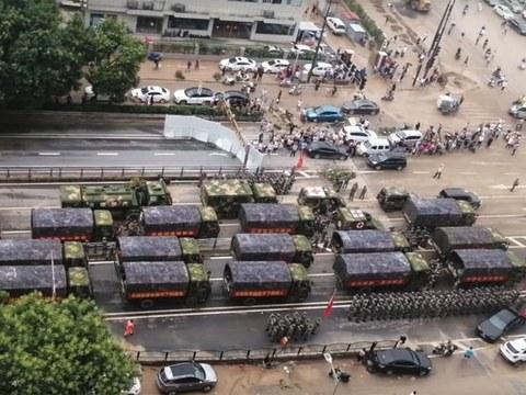 京广北路隧道周边遭中共军方接管,连地方政府的救援人力也告撤出。