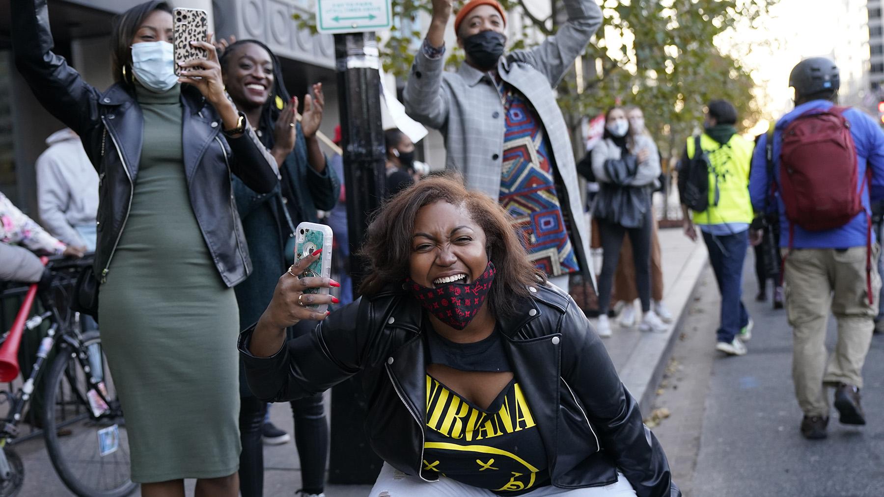 2020年11月14日,支持民主黨總統候選人拜登的支持者在華盛頓抗議。(美聯社)