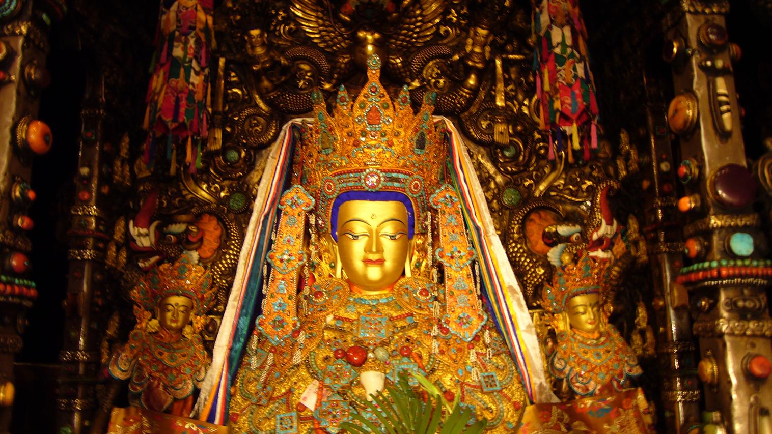 供奉於拉薩大昭寺主殿的覺沃佛像,佛祖釋迦牟尼等身像,至爲神聖。2007年2月藏曆新年拍攝。(唯色攝影)