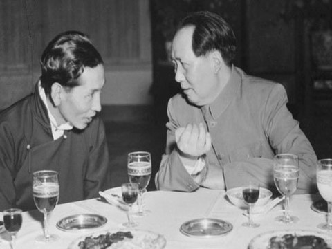 毛泽东与阿沛·阿旺晋美。