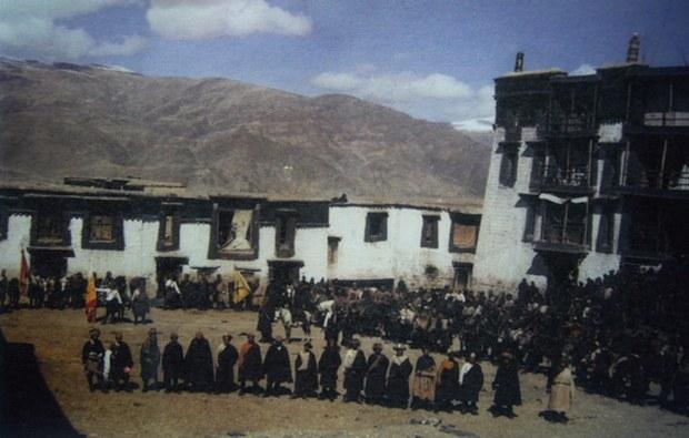 """""""四水六岗护教""""反抗军1958年在卫藏泽当。(唯色提供)"""