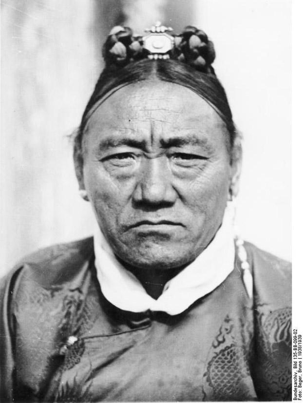 直贡法王的祖父擦绒·达桑占堆是西藏近代历史上重要人物。(图片来自网络)