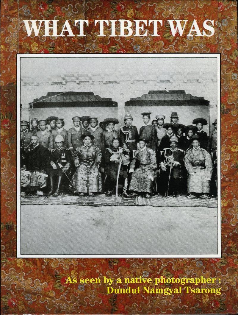 直贡法王父亲擦绒·顿堆朗杰于1990年出版的影集。(图片来自Instagram)