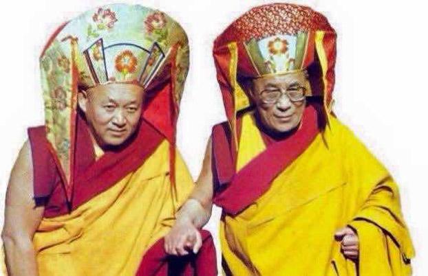 直贡法王与尊者达赖喇嘛在一起。(图片来自网络)