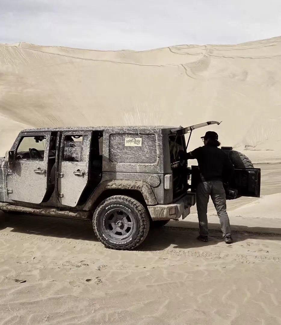 潘宇峰和他的车。(潘宇峰提供)