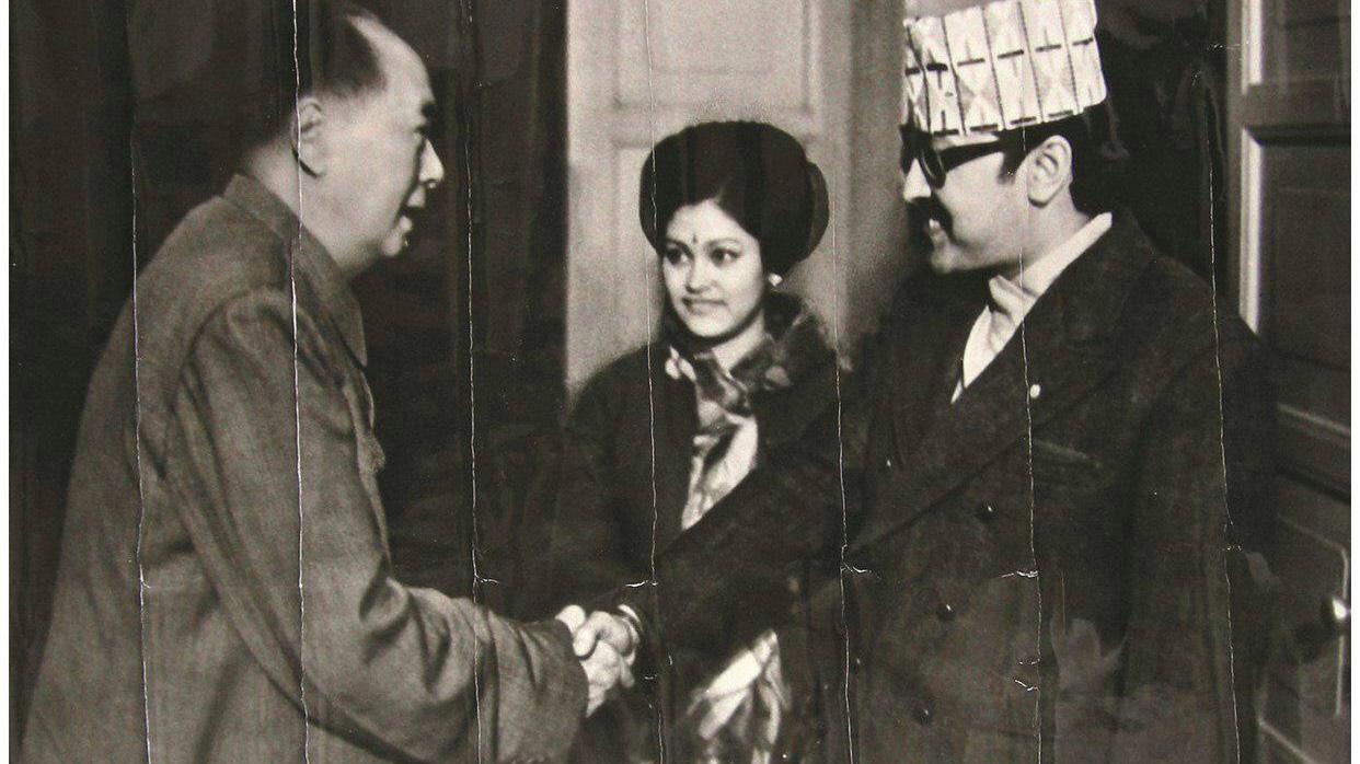 1973年12月9日,毛澤東會見尼泊爾比蘭德拉國王、王后。(圖片轉自網絡)