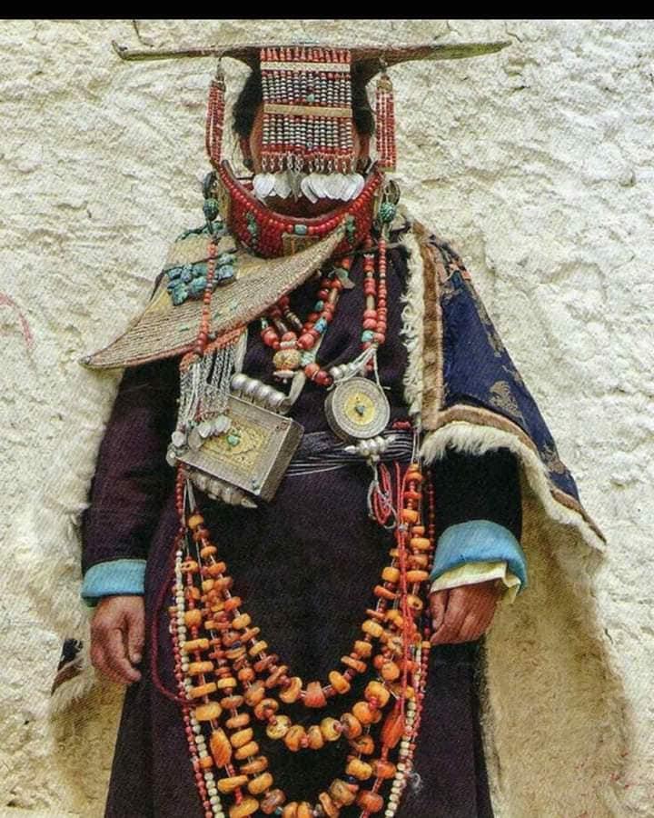 Limi婦女傳統服飾。(Limi藏人提供)