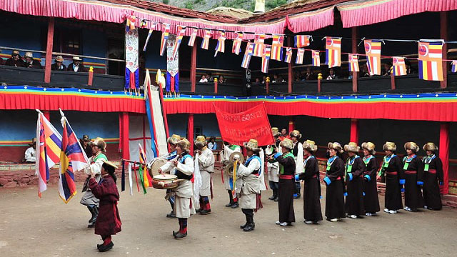 在培給林寺,信衆表演傳統儀式。(Limi藏人提供)