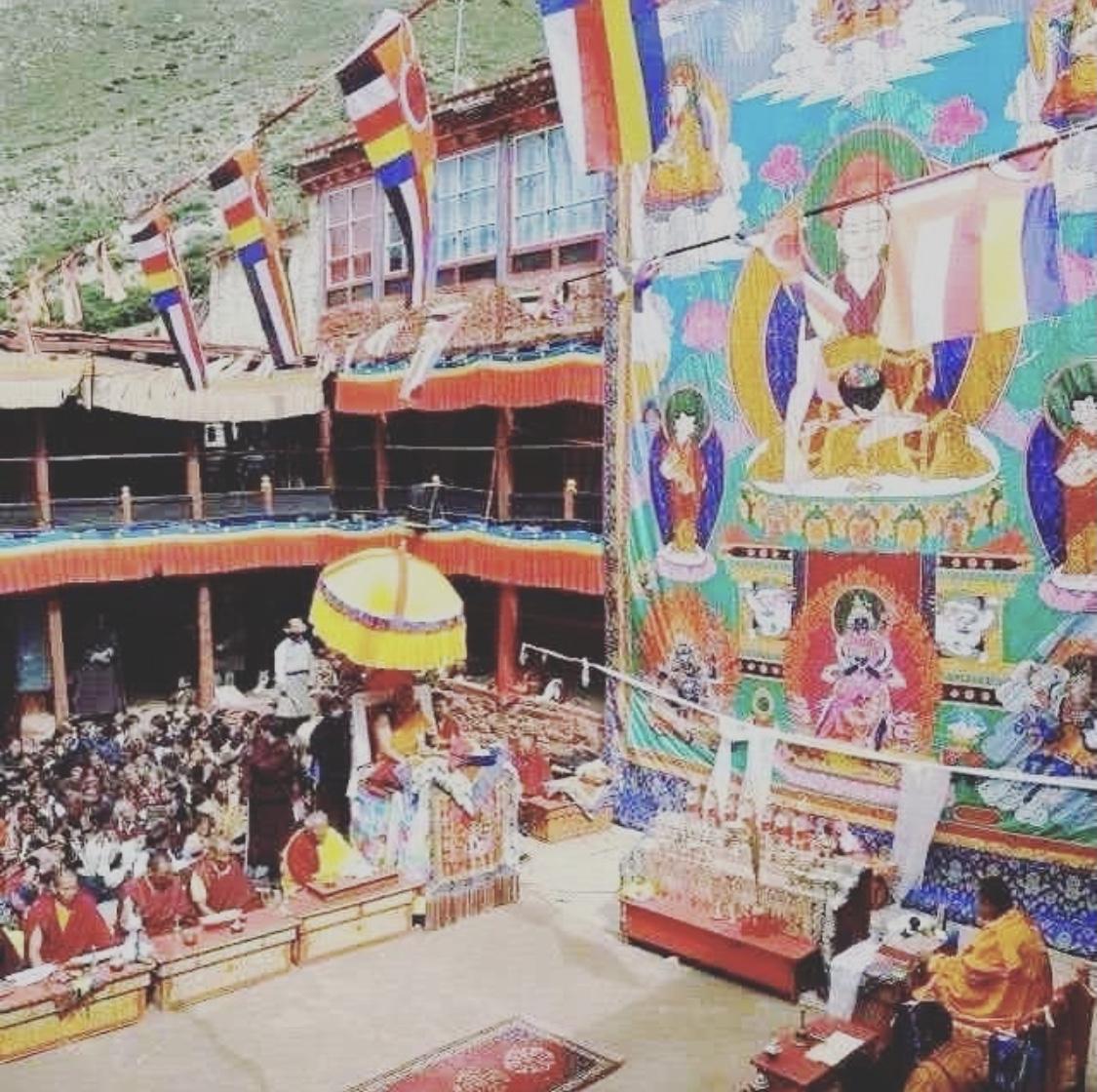 在古老的仁欽林寺,直貢絳袞澈贊法王主持法會。(Limi藏人提供)