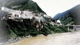 雅砻江流过雅江县城。(来自网络)