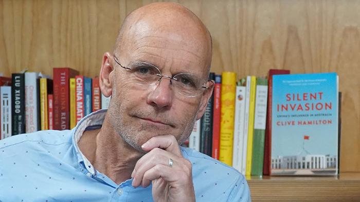 澳大利亚作家汉米尔顿及其新书《无声的入侵》(Public Domain)