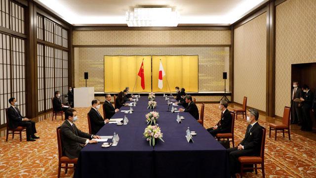 王毅在日本談及釣魚島(日稱尖閣諸島)問題,中日雙方各自堅持立場。(法新社)