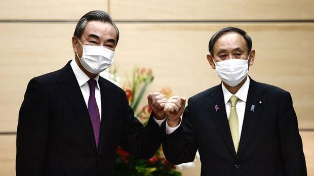 王毅访问日本,会晤日本首相菅义伟。