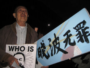 图片:叶老先生谈及1989学运遭血腥镇压,内心悲恸。(记者萧融摄)<br />