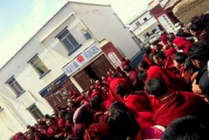 图片: 佐钦寺高僧出面呼吁当局释放被捕的藏人。 (消息人士提供/记者丹珍)