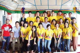 图片:台湾大学生参访西藏人民议会与议长边巴次仁合影。(台湾图博之友会提供/记者丹珍)