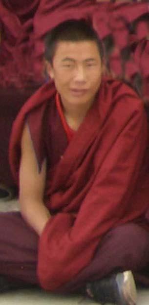图片:8月28号被捕失踪的阿坝州阿坝县格尔登寺僧人洛桑桑杰。(达兰萨拉格尔登寺提供)