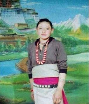 图片:11月7日自焚身亡的同仁县多哇乡交隆务村23岁的妇女旦真措。 (受访人提供)