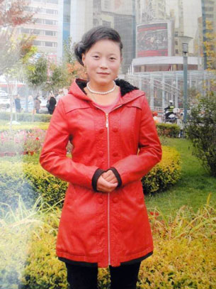 图片:11月15日在青海同仁县扎毛乡果盖里仓村自焚身亡的23岁农妇当增卓玛生前遗照。(受访人周五提供)