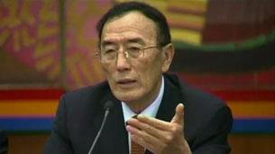图片:中共西藏自治区党委副书记向巴平措11月9日在北京讲话。(BBC视频截图)