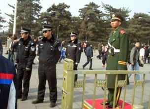 """图片:北京两会期间,天安门广场成了当局防范的""""重中之重""""。(市民提供)"""