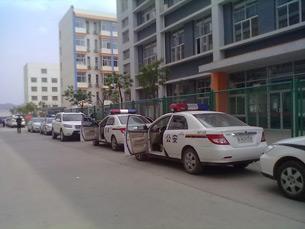 图片: 现场有大批警察在场戒备。 (中国茉莉花革命/记者方媛)