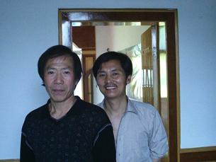 图片:因在网上发表言论被青海格尔木市公安刑事拘留的刘本琦(右)和异议人士秦永敏。(博讯)