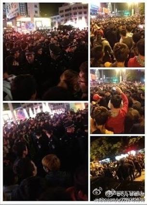 图片: 群众围堵、砸烂并掀翻警车。 (中国茉莉花革命网)