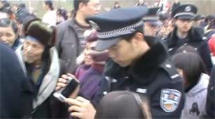 四川阆中基督徒聚会时被公安驱散(视频截图)
