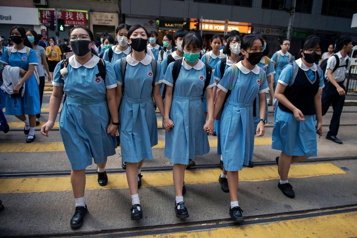 """""""2020 世界新闻摄影展""""获奖作品中,包括香港""""反送中运动""""为题材的照片。获得「年度最佳照片故事——一般新闻类」的「香港动荡(Hong Kong Unrest)」系列。作品由《法新社》摄影师尼古拉斯·阿斯弗里 (Nicolas Asfouri)拍摄,全系列共十张照片,横跨 2019年 9 月至 12 月的抗争活动。图为,Hong Kong Unrest 系列作品之一,Nicolas Asfouri。 (脸书图片/世界新闻摄影展Facebook)"""