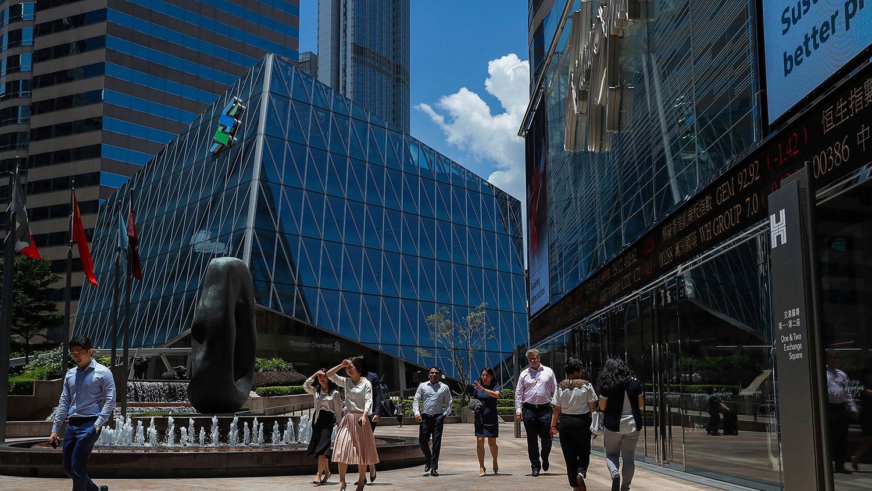 有银行家指出,国际投资者对香港正失去信心,国安法加速撤资潮,而中产阶级亦会套现变卖资产,地产市场不容乐观。(美联社资料图片)