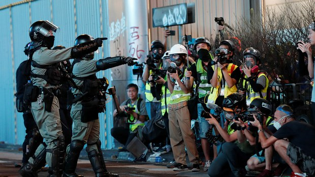 2019-10-27T152304Z_577115432_RC1D11C87010_RTRMADP_3_HONGKONG-PROTESTS.jpg