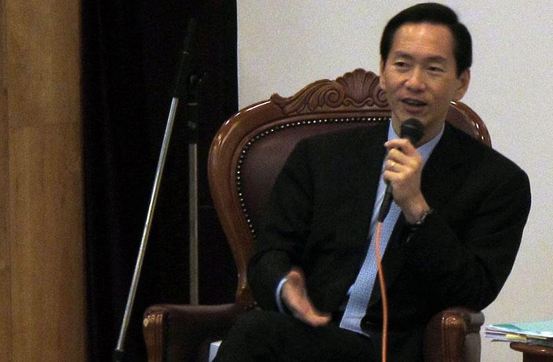 香港行政会议召集人陈智思(图源:维基百科)