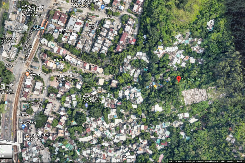 地图上看,坟场位处围村深处,道路错综复杂,如非本村人士,很难自己找到位置。(Google Map卫星图片,2019年7月24日)