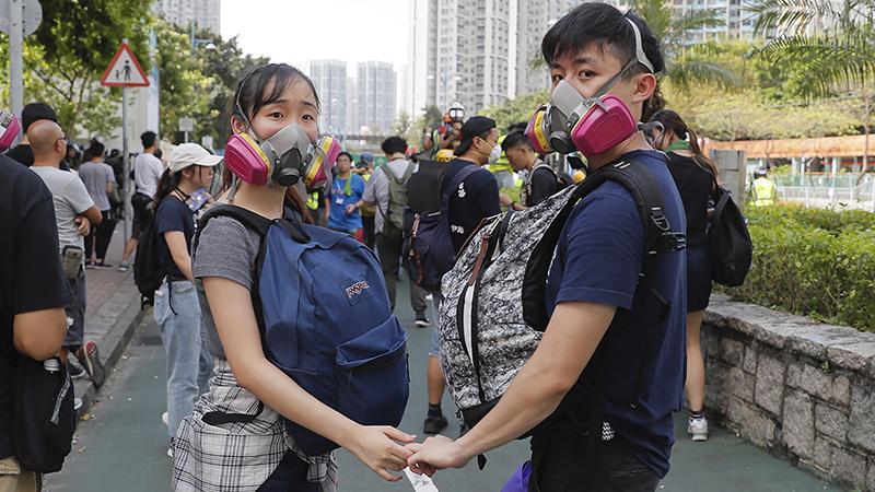 参加2019年8月5日民众抗议的香港年轻人(美联社)