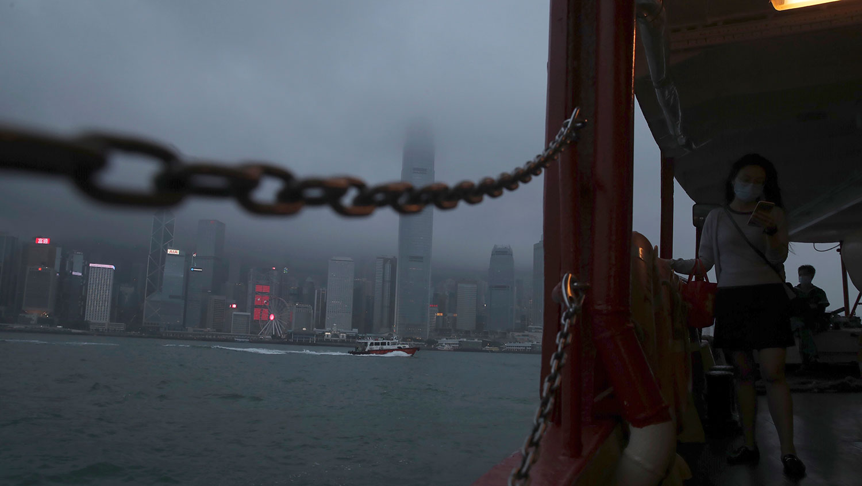 无视国际社会和香港市民的强烈关注,中国人大表决通过港版国安法而摧毁了香港的一国两制,也将动摇香港金融中心地位。(美联社图片)