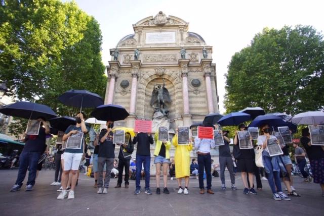 """法国的香港侨民以快闪行动呼应今年的主题""""撤回恶法,林郑下台""""。(蔡凌摄影)"""
