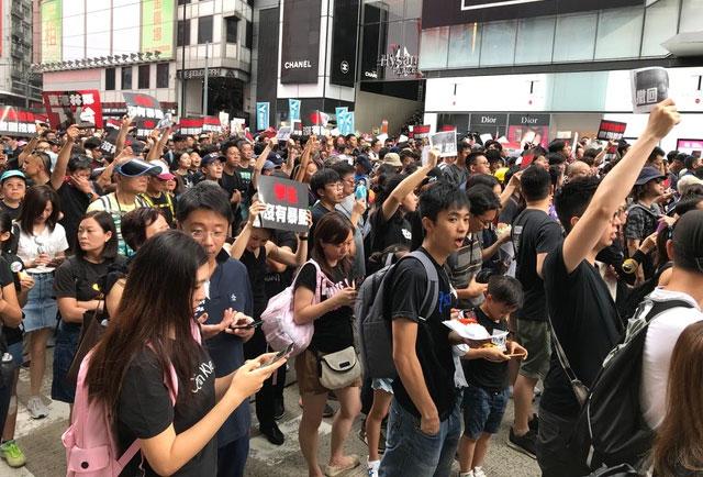 移民或抗争? 新一代香港人内心的挣扎