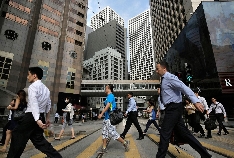 """根据""""透明国际""""的排行榜,亚洲国家和地区当中排名最高的是第三位的新加坡, 其次是香港,排名从2019年的16位升至11位。(美联社资料图片)"""