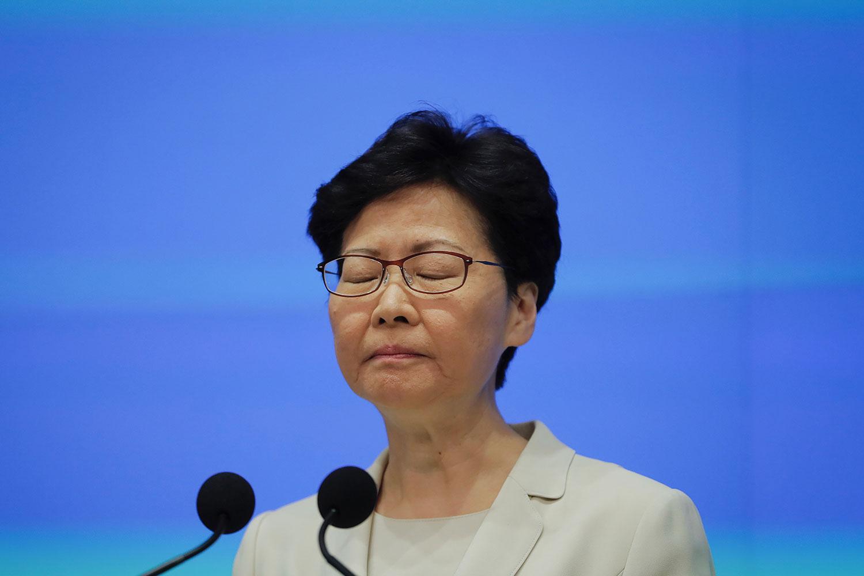 2019年6月18日,香港特首林郑月娥在记者会上再度道歉 (美联社)