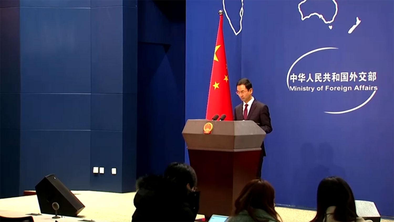 2020年1月13日,中国外交部发言人耿爽在例行记者会上,回应了罗斯被拒入境香港一事。(视频截图/路透社)