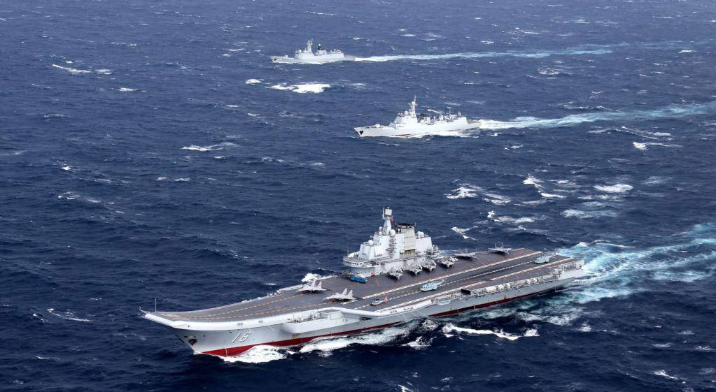 图为2016年12月,中国辽宁号航母舰队在南中国海从事军事演习。(路透社)