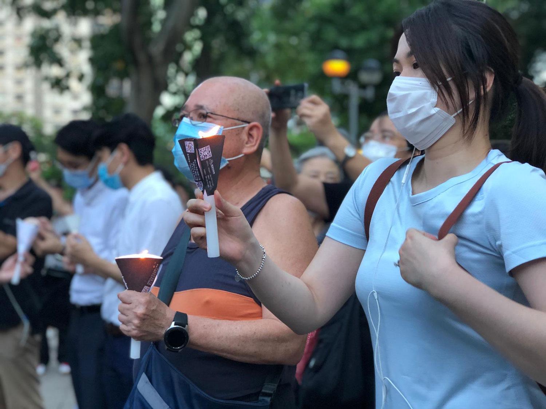 """2020年6月4日,香港政府的""""限聚令""""未能阻挡市民步入维园。(文海欣摄)"""