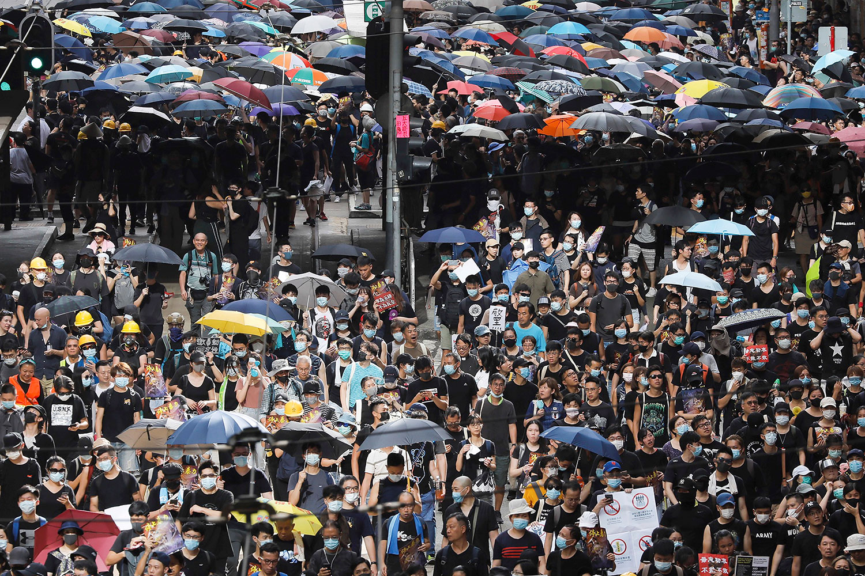 2019年7月28日,上万民众在香港中心集会游行。(美联社)